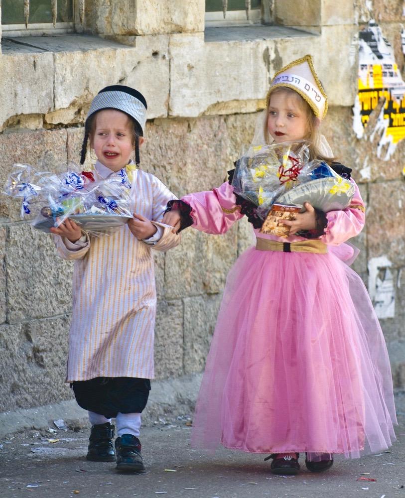Königin Esther im Königshof verteidigt ihr Volk