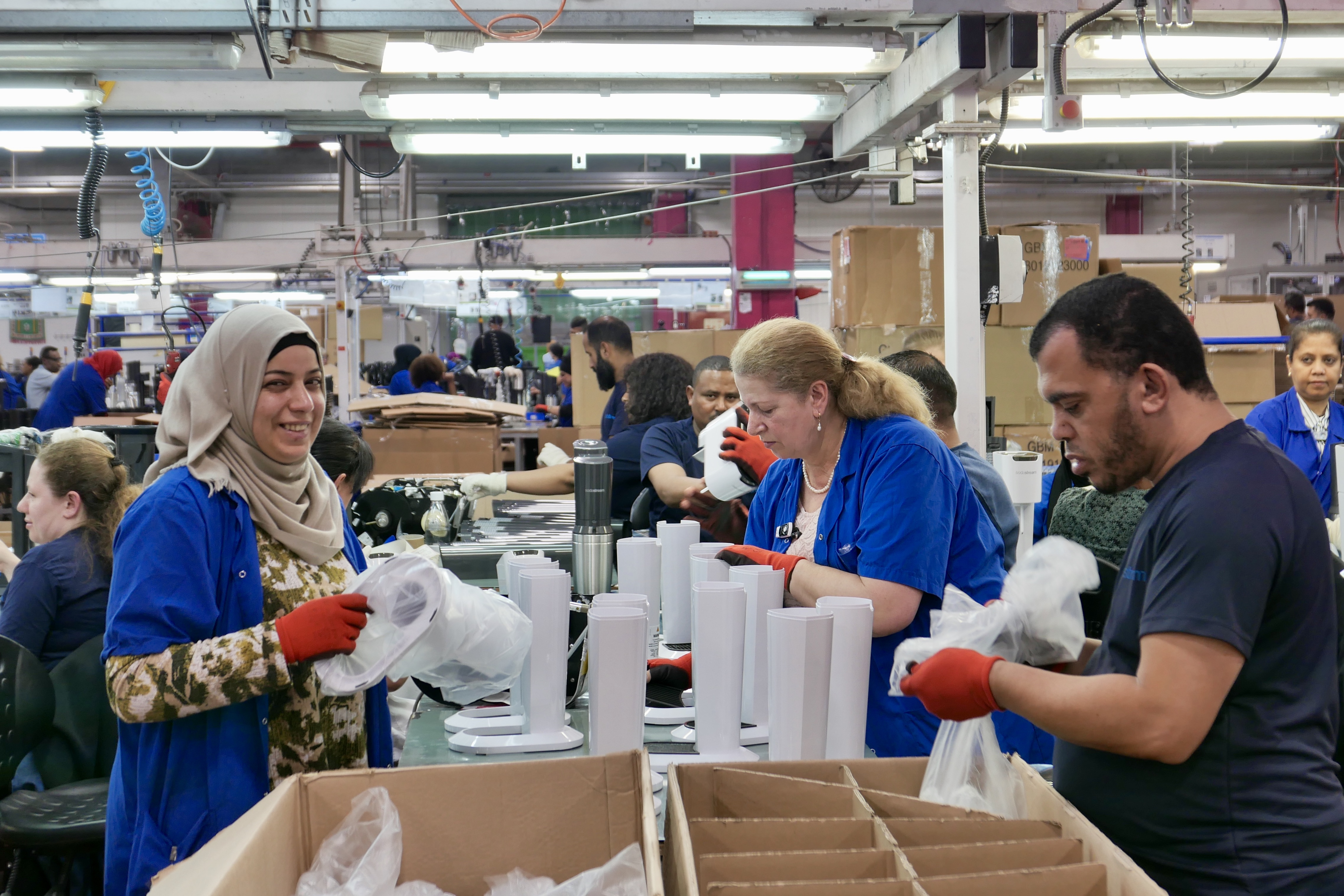 Besuch in israelischen Fabriken, wo Juden und Araber in Frieden zusammen arbeiten, Sodastream