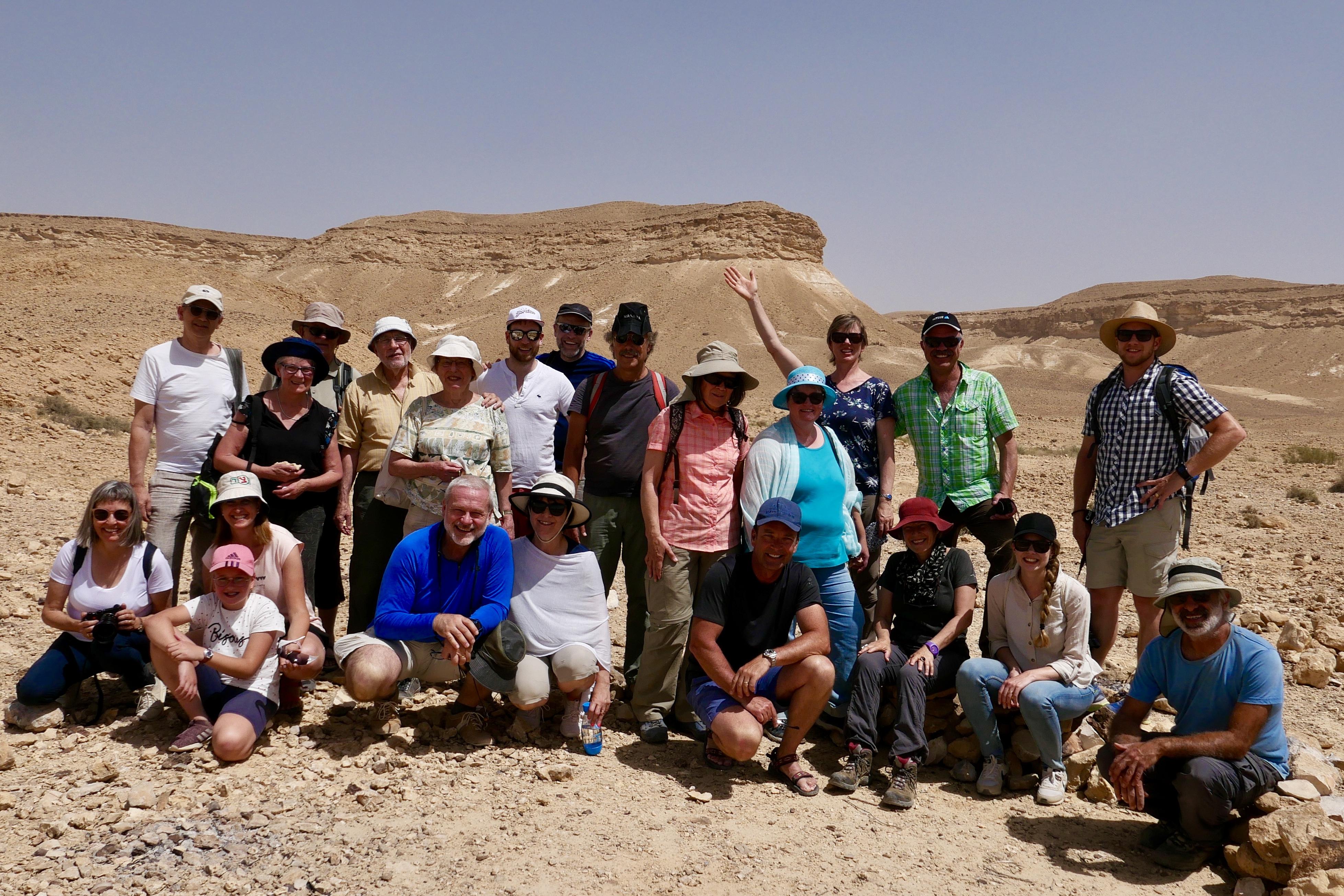 Gruppe vor dem Berg Sinai (Karkom)