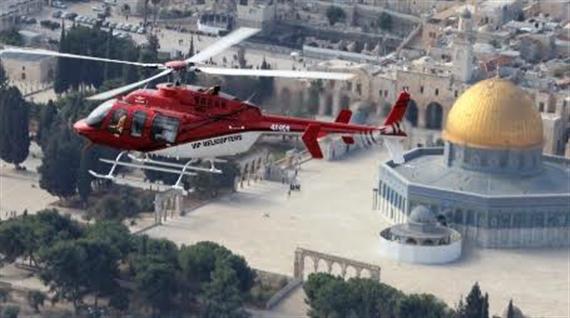 Mit Hubschrauber über Israel
