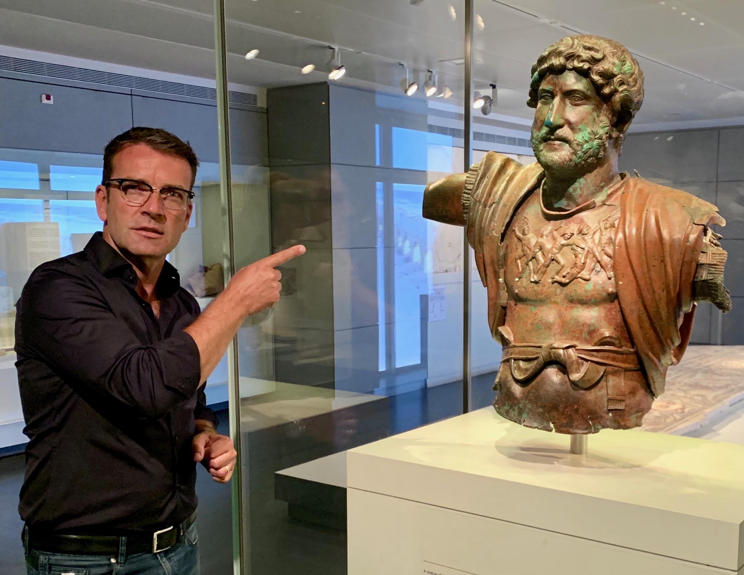 Bronzestatue von Hadrian aus dem Legionslager in Tel Shalem (Judäa), Israel Museum